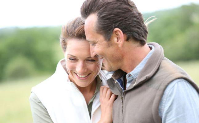71f838910 مشاركة الزوج نشاطاته: تتغيّر الهوايات والنشاطات مع تقدّم السن، لذا يجب أن  تتعرّفي على اهتمامات زوجك من جديد ومشاركته إياها لتوطيد العلاقة بينكما.