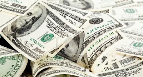 الدولار ينخفض قبيل اجتماع المركزي الأمريكي وبيانات الناتج المحلي