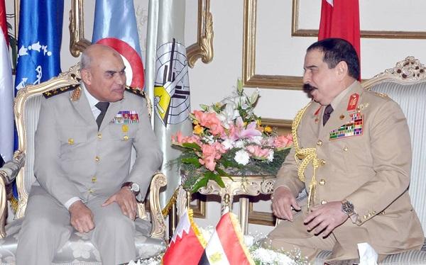 ملك البحرين يلتقى القائد العام للقوات المسلحة بمقر الأمانة العامة للدفاع