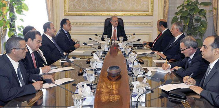 رئيس الوزراء يرأس اجتماعًا لمتابعة الجداول الزمنية للانتهاء من المشروعات