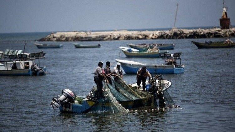 إسرائيل تسمح لصيادي السمك الفلسطينيين  بممارسة عملهم في مساحة أكبر