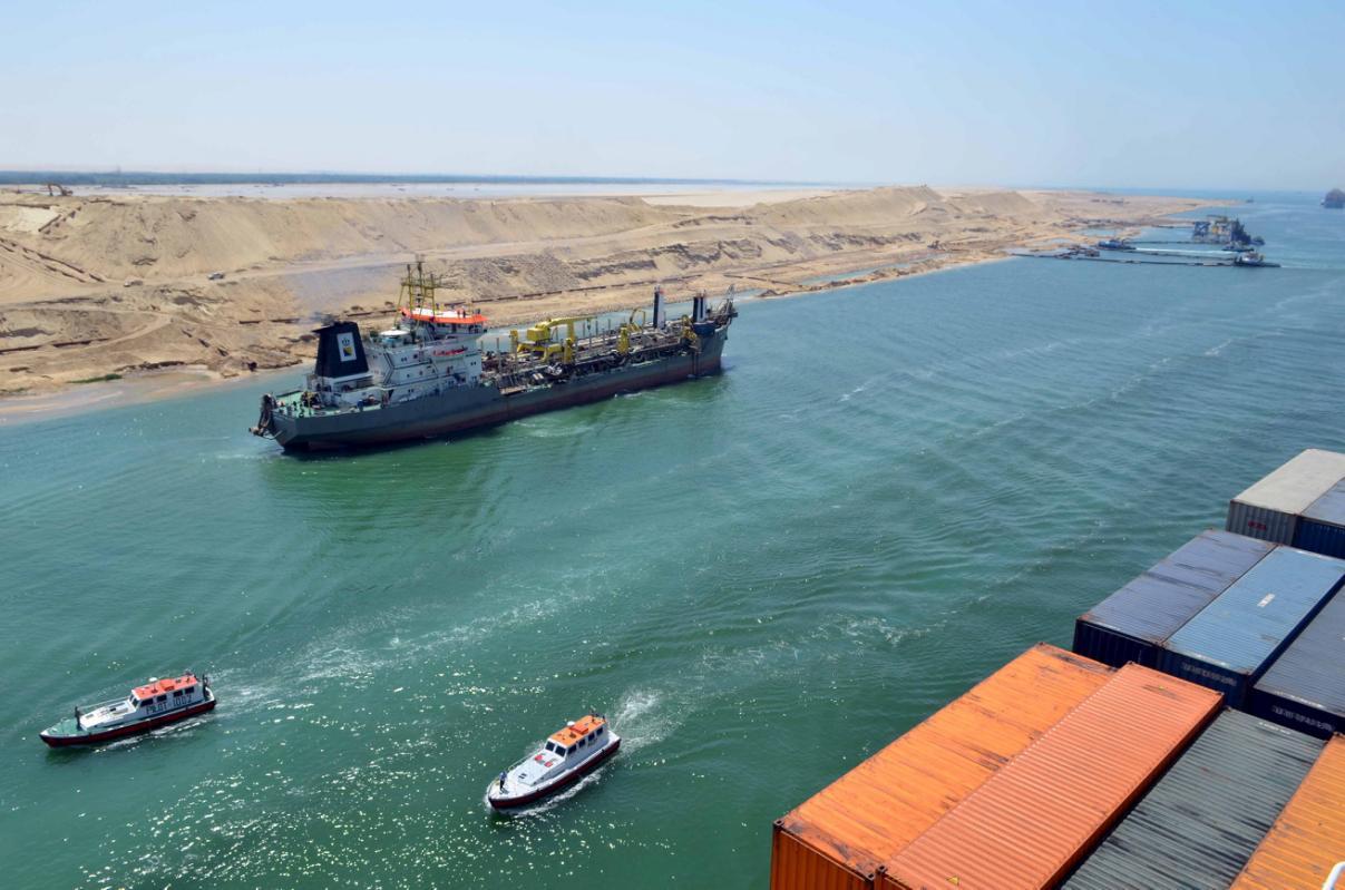 تحميل وتفريغ ناقلة بترول بحمولة 18.5 مليون طن في قناة السويس خلال مارس
