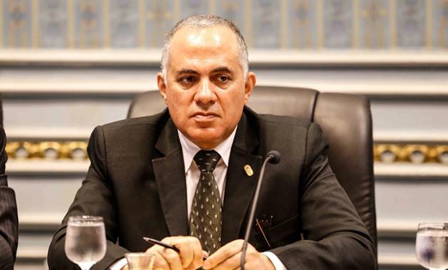 وزير الري يبحث مع قيادات الوزارة الأعمال الجاري تنفيذها