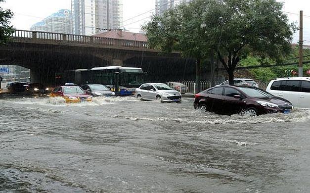 مدينة صينية تصدر إنذارا باللون الأحمر بسبب الطقس