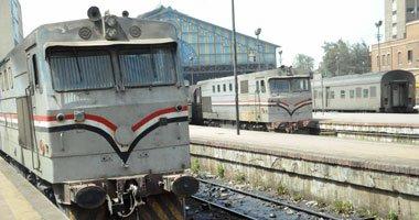 """السكة الحديد: مجهول يلقي حجرا على قطار """"أبو قير"""" ويصيب السائق"""