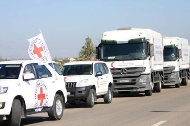 وصول أول قافلة مساعدات إنسانية لمدينة منبج السورية قرب حدود تركيا