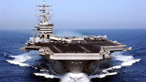 أميريكية تضع مولودها على حاملة طائرات في الخليج العربي