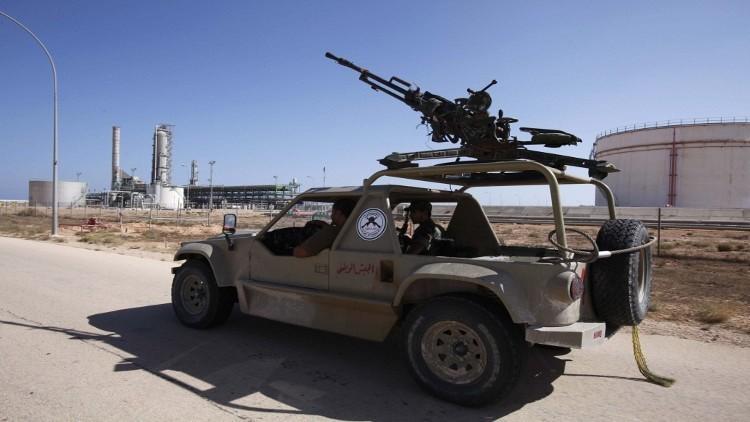 """الجيش الليبي ينفي سيطرة """"الحرس"""" على المنشآت في الهلال النفطي"""