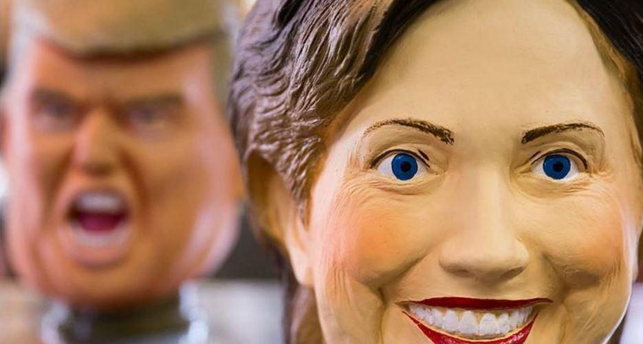 """تماثيل """"كلينتون"""" و """"ترامب"""" تغزو شوارع برشلونة"""