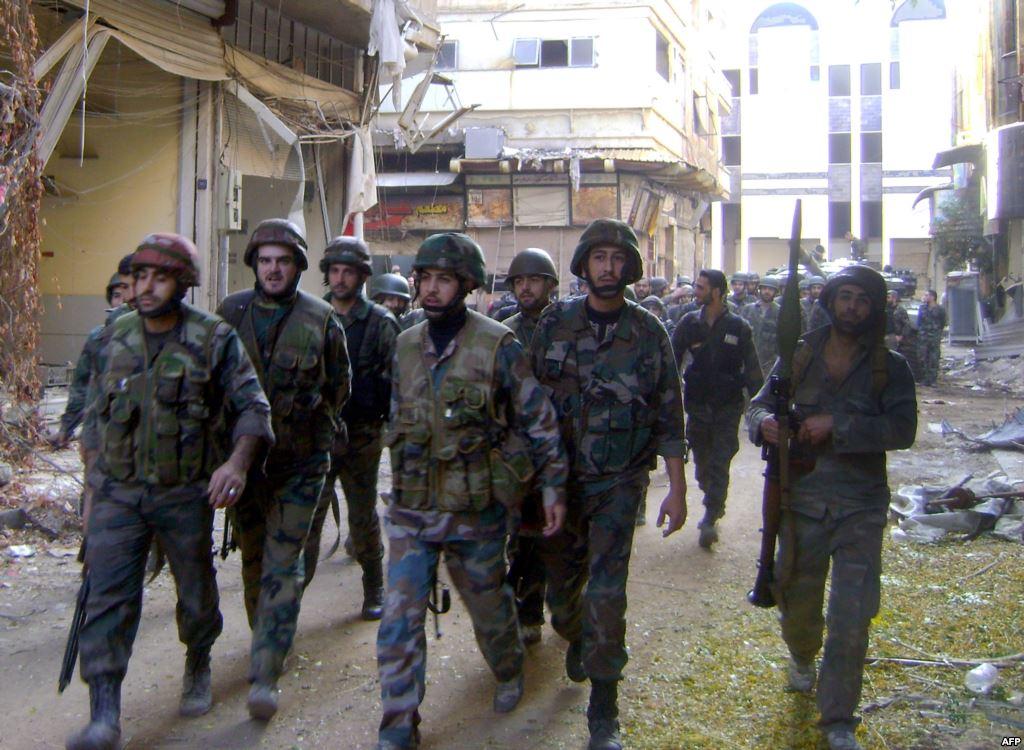 قوات النظام تفرغ محتويات البيوت في شرق حلب
