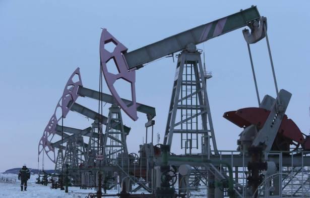 النفط يصعد لأعلى مستوى في شهر مع ظهور مؤشرات على الطلب في ظل أزمة كورونا