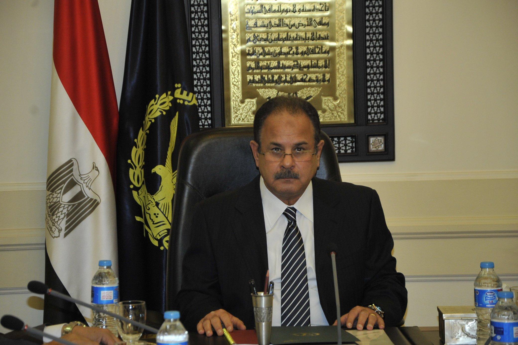 وزير الداخلية يقرر إبعاد شخصين خارج البلاد لأسباب تتعلق بالصالح العام