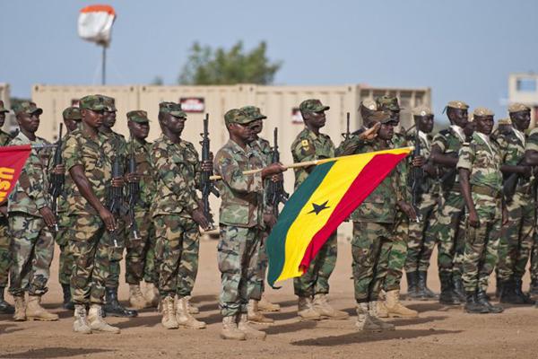 القوات السنغالية: سنتدخل منتصف الليل إذا لم يترك رئيس جامبيا السلطة