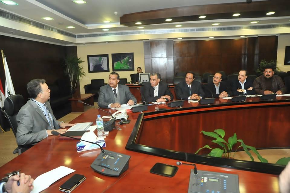 وزير النقل يشدد على أهمية الانتهاء من المشروعات في مواعيدها المحددة