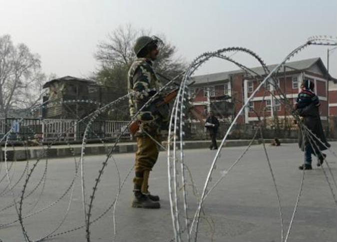 """اندلاع اشتباكات عنيفة بين قوات الأمن ومسلحين بولاية """"جامو وكشمير"""" الهندية"""