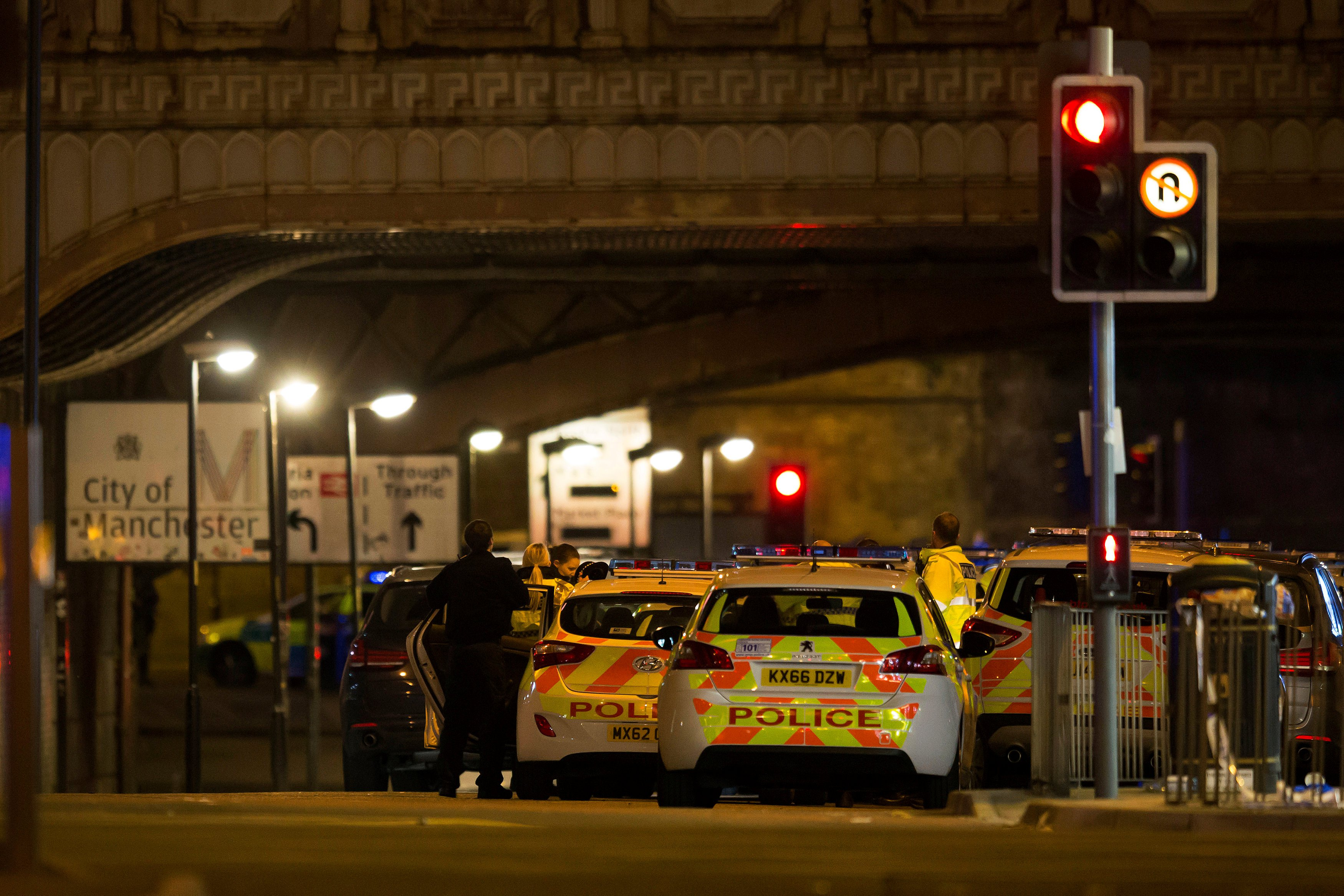 جارديان: السياسيون والفنانون حول العالم يدينون هجوم مانشستر الإرهابي