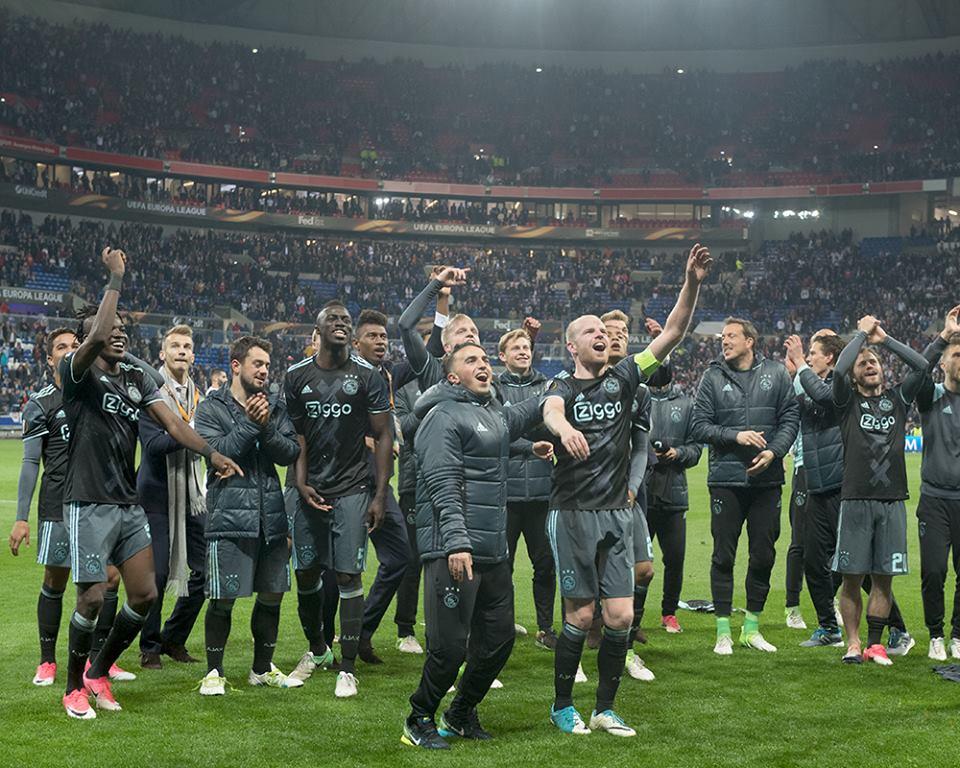 صور| «أياكس» في نهائي دوري أوروبا رغم الخسارة من ليون بثلاثية بالإياب