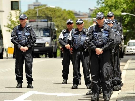 الشرطة الأسترالية تقيم متاريس بسيدنى لمنع تنفيذ هجمات بسيارات مفخخة
