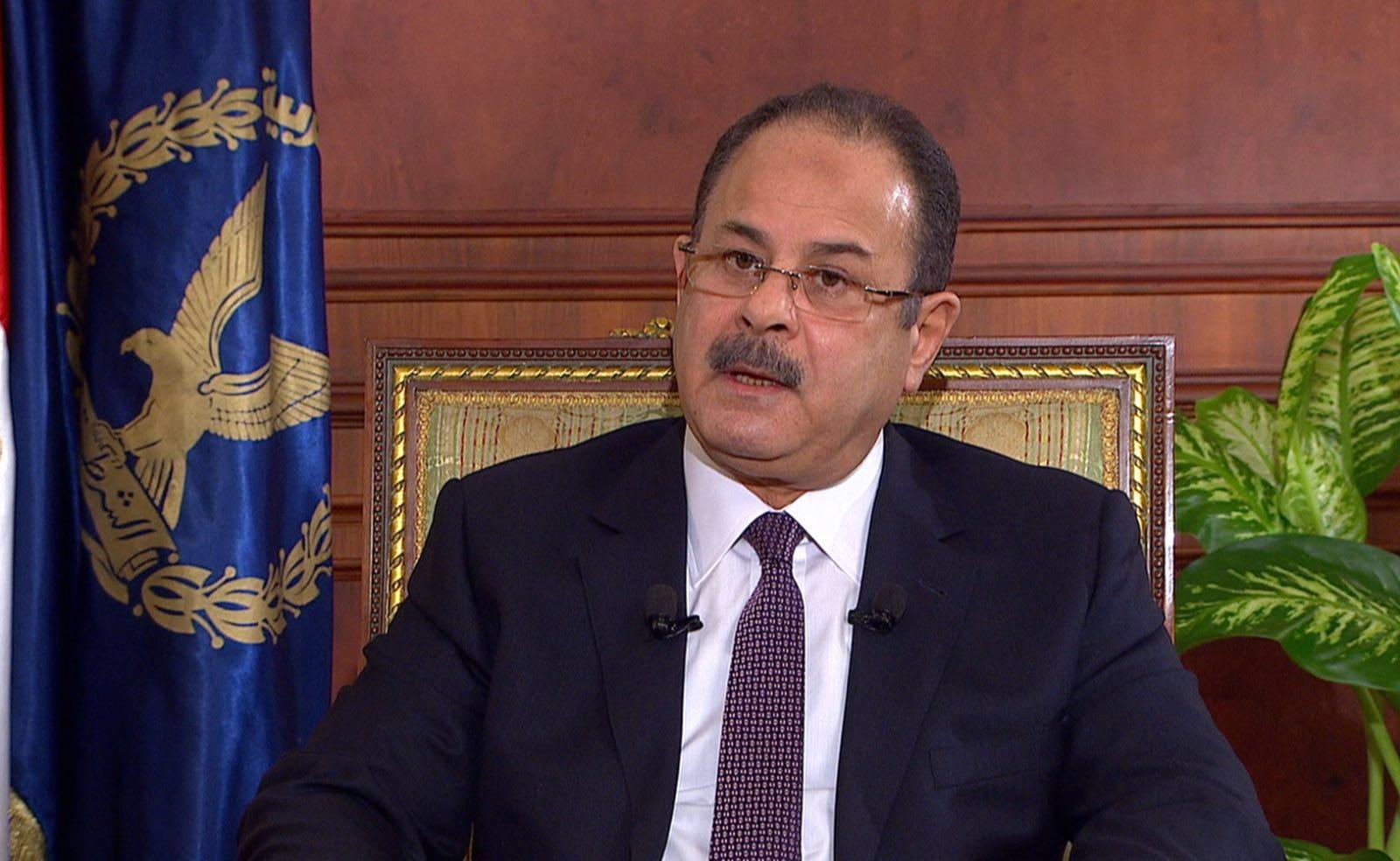 وزير الداخلية يكرم المجند الذي أحبط محاولة اقتحام كمين العريش بسيارة مفخخة