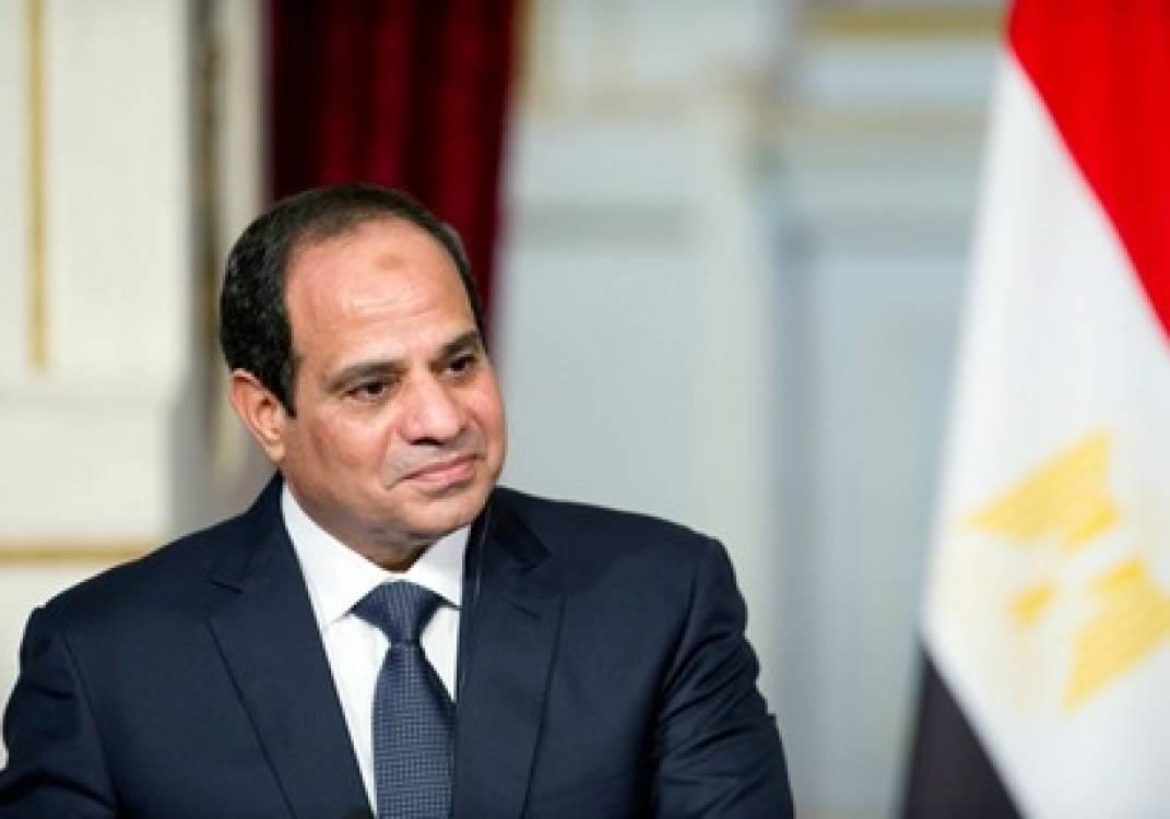 السيسي يعود إلى القاهرة بعد مشاركته في قمة دول حوض النيل بأوغندا