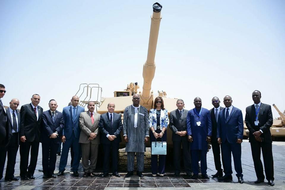 صور | الرئيس البوركيني يزور مصنع إصلاح المدرعات التابع لوزارة الإنتاج الحربي