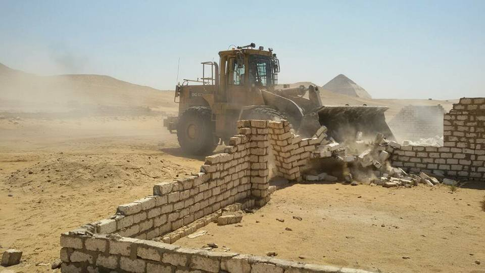 وزارة الآثار تنجح فى إزالة التعديات على منطقة دهشور