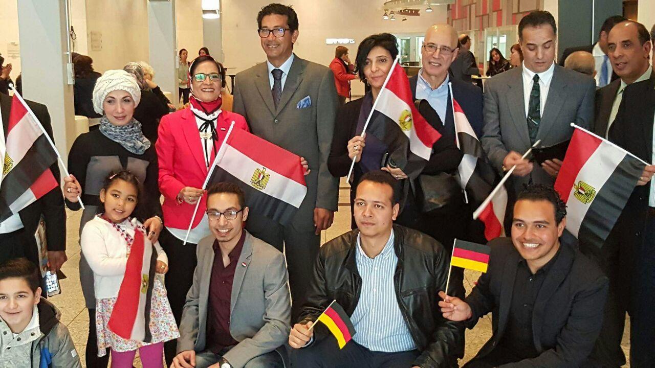 الجاليات المصرية بألمانيا تنظم وقفات ترحيب بالرئيس السيسي