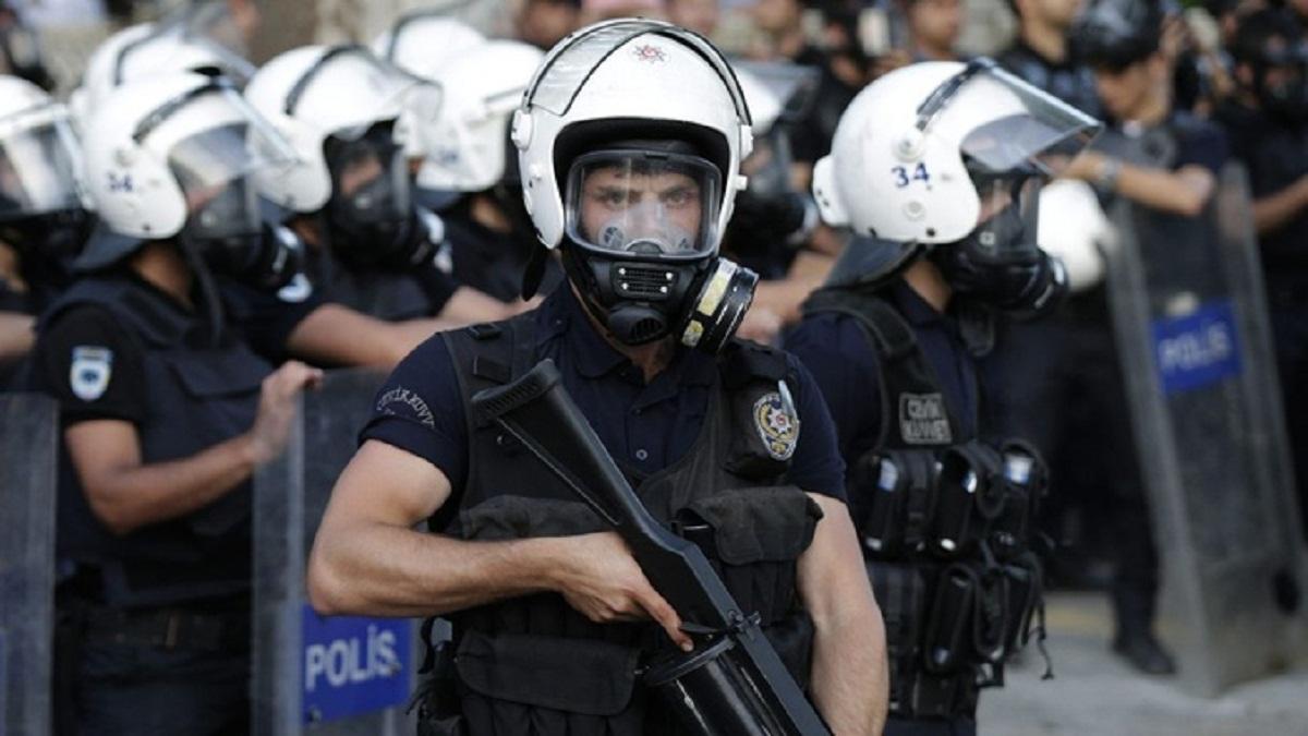 الشرطة التركية تستخدم أقصى درجات العنف ضد المتظاهرين فى اسطنبول وأزمير