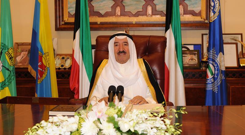 أمير الكويت يتسلم دعوة خادم الحرمين لحضور القمة الخليجية الطارئة