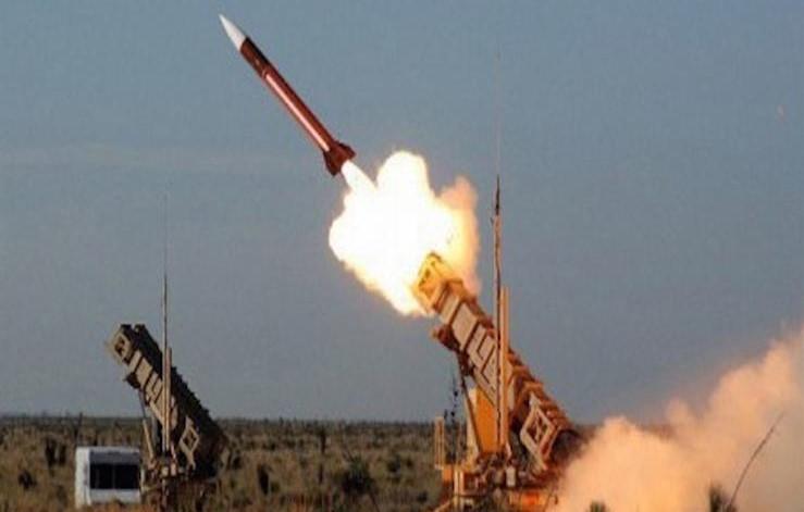 صحيفة سعودية : إطلاق صاروخ باليستي باتجاه مكة محاولة حوثية يائسة لإفساد الحج