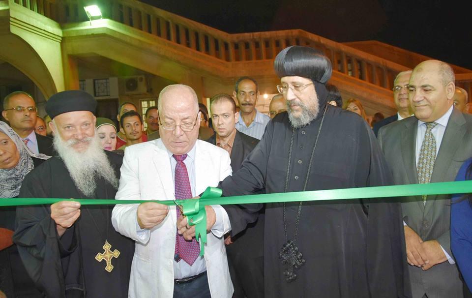 صور   وزير الثقافة يفتتح معرض الكتاب الثاني بالكاتدرائية المرقسية في العباسية