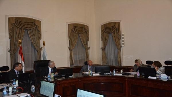 """""""الأكاديمية المهنية"""" توافق على البرنامج المقترح لترقية 523 ألف معلم"""