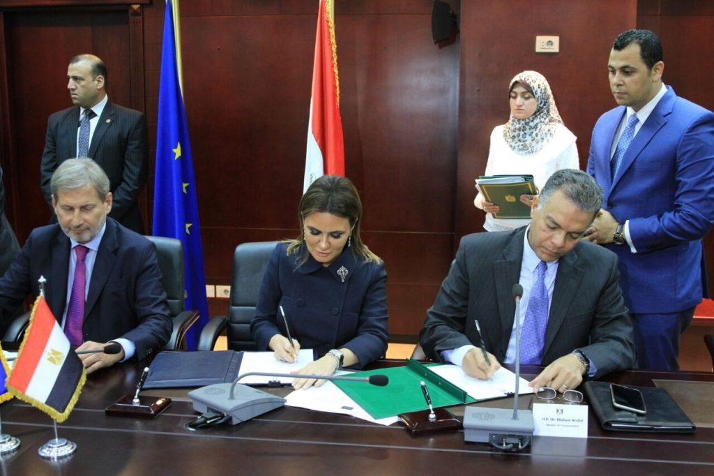 بالصور..توقيع اتفاقية لتأهيل ترام الرمل بالاسكندرية مع المفوضية الاوربية