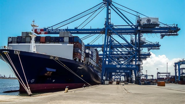 ميناء دمياط يستقبل اليوم 6 سفن للحاويات والبضائع العامة