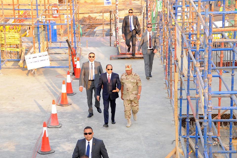 الرئيس السيسي يتفقد عددا من المواقع الإنشائية بالعاصمة الإدارية الجديدة