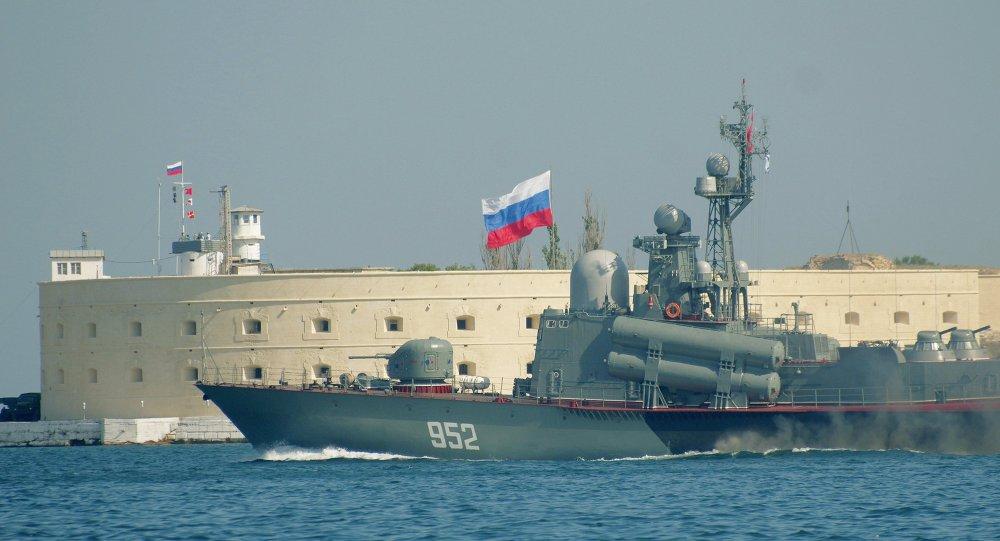الدفاع الروسية تعلن بدء الاختبارات البحرية لسفينة صاروخية جديدة