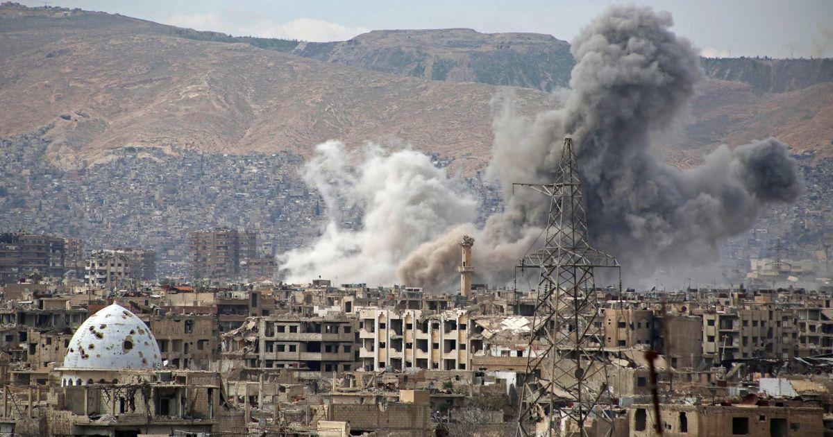 المرصد السوري : القوات النظامية تقصف بالصواريخ مخيم اليرموك جنوب دمشق
