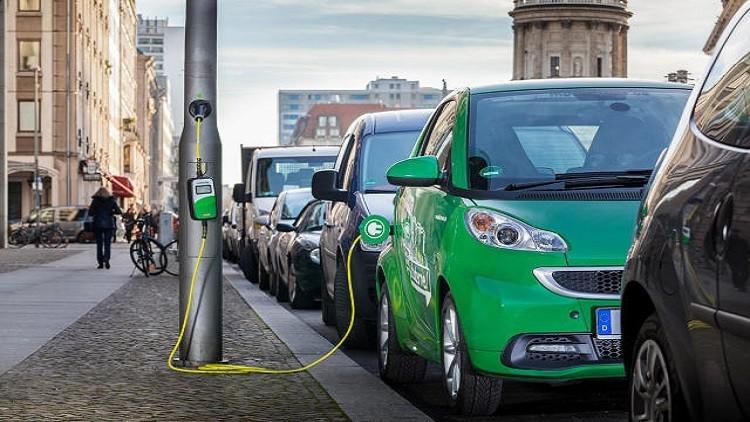"""اليابان تتحول للسيارات الكهربائية وتحظر بيع سيارات """"الوقود"""" بحلول 2030"""