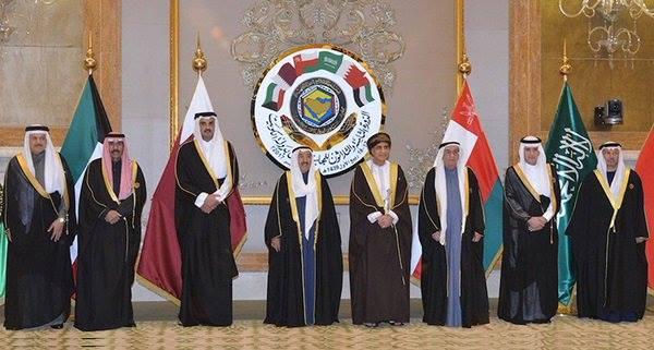 بوادر أزمة خليجية مع تجاهل حكام السعودية وحليفتيها القمة مع مشاركة قطر