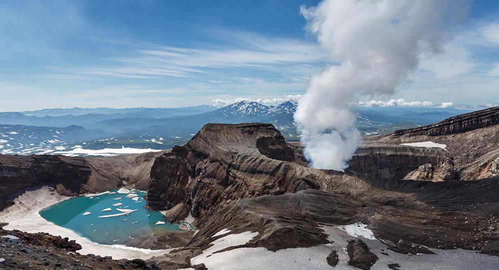 إجلاء 1500 شخص من جزيرة في بابوا غينيا الجديدة بسبب ثورة بركان