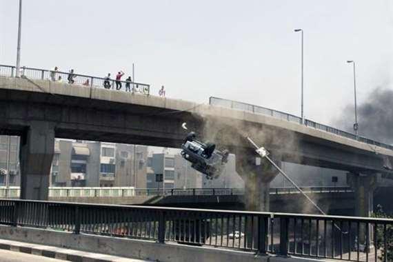 مصرع مواطن وإصابة أخر في سقوط ميكروباص من أعلى كوبري الساحل