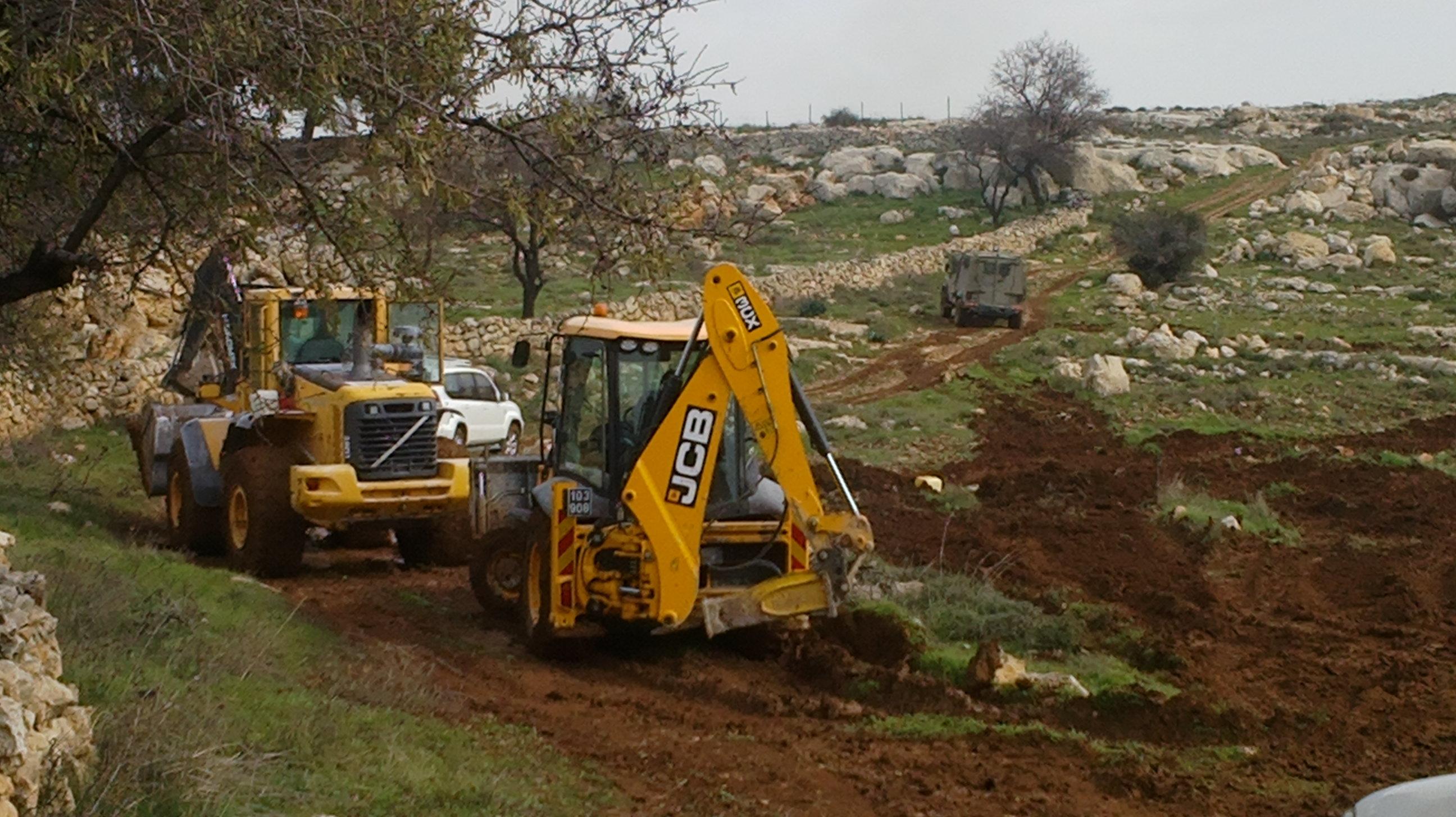 جرافات الاحتلال الإسرائيلي تبدأ فى شق طريق استيطانى لتوسيع بؤرة شمال الضفة الغربية
