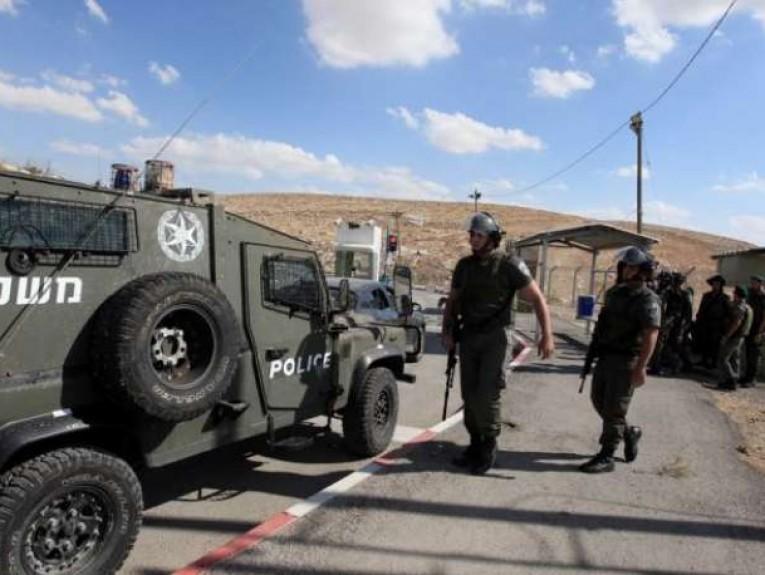 الاحتلال الإسرائيلي يعتقل 17 فلسطينيا من الضفة بينهم طالبة جامعية