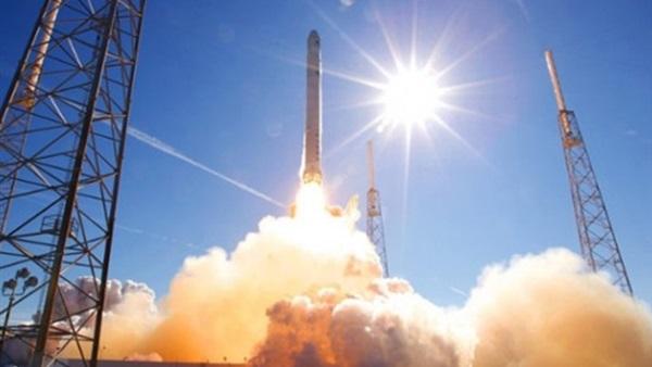 أبحاث الفضاء الهندية تطلق 31 قمرا صناعيا في مدارين مختلفين
