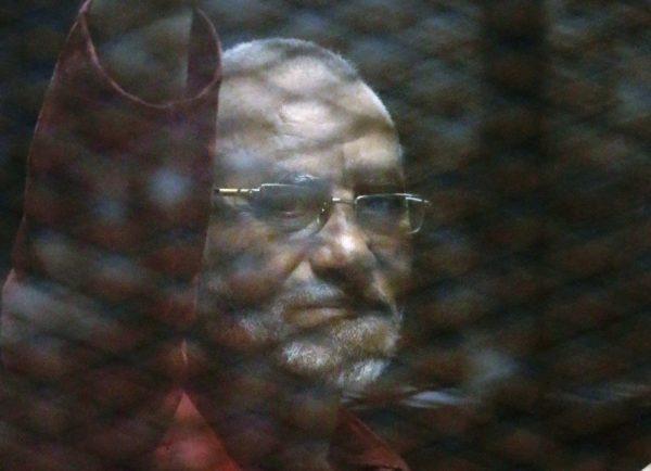 تأجيل محاكمة مرشد الإرهابية وآخرين باقتحام قسم شرطة العرب
