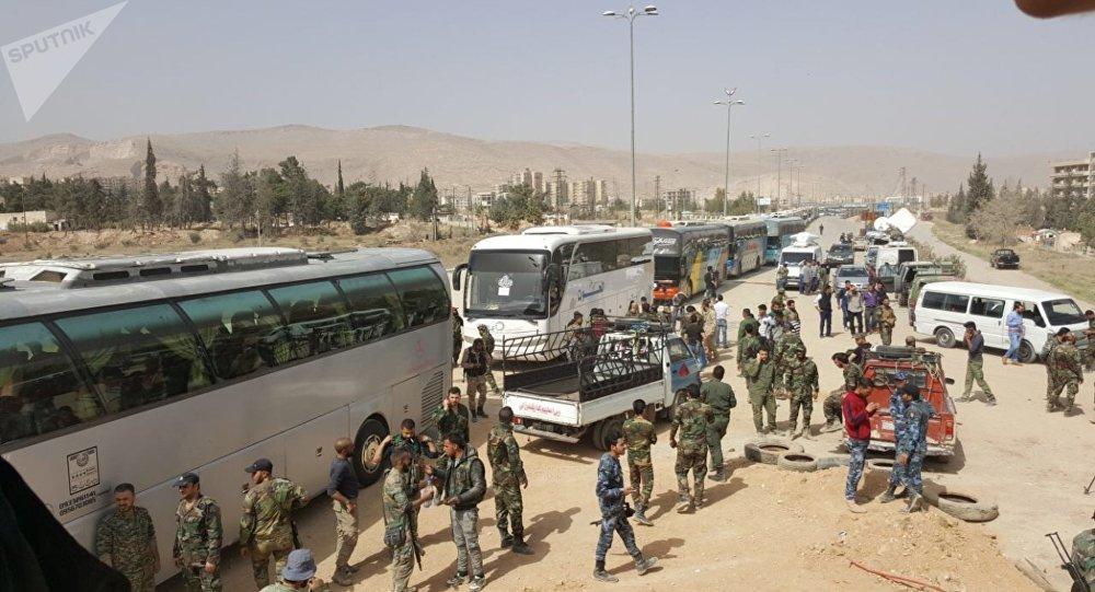 بدء عمليات إخراج مسلحي «جيش الإسلام» وعائلاتهم من مدينة الضمير بريف دمشق