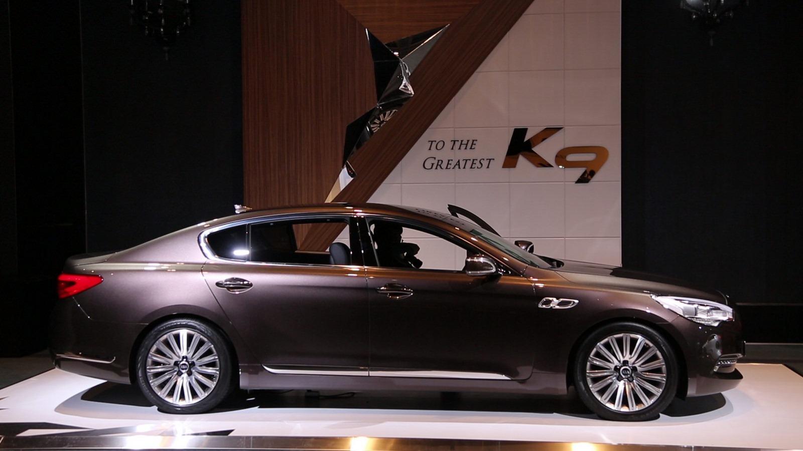 """كيا تكشف النقاب عن التصميم الداخلي لسيارتها الجديدة """"كيه 9"""""""