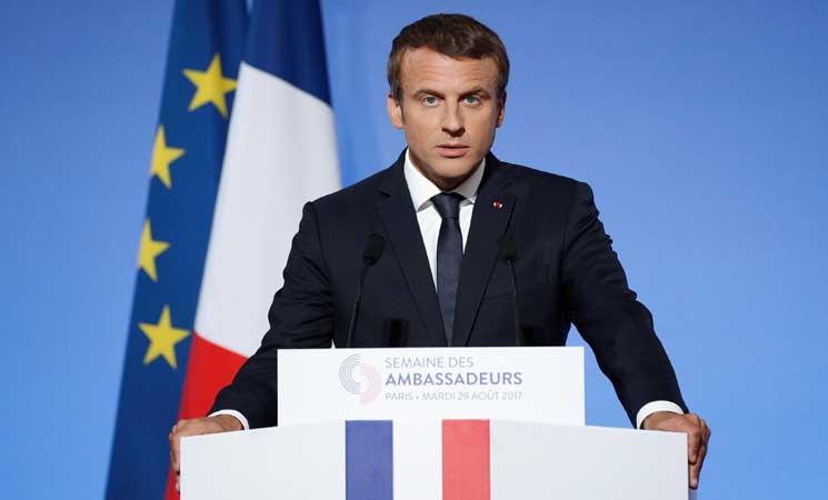 صحيفة : الرئيس الفرنسي يتخلى عن دعم رجال الأعمال لتهدئة غضب الشارع