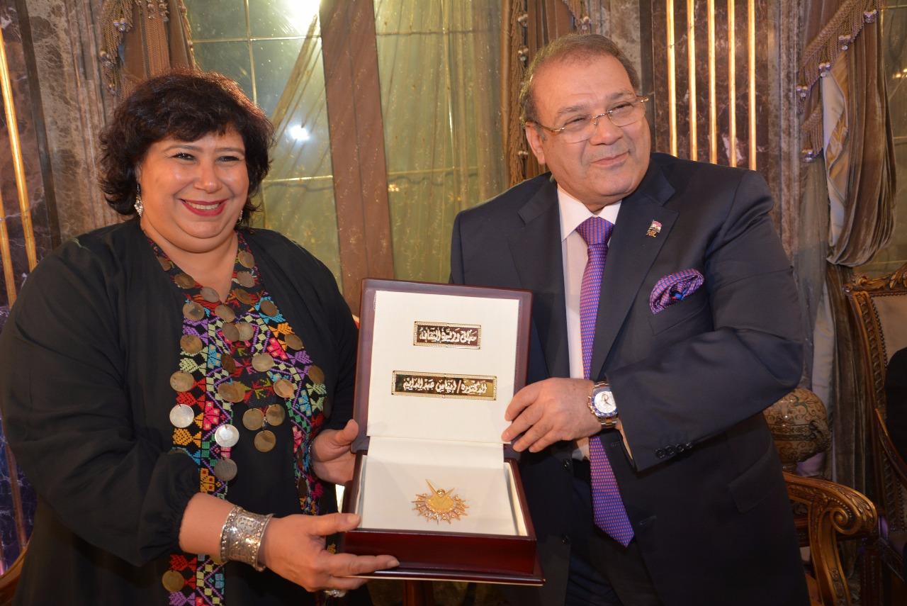 صور | الليلة تكريم ايناس عبد الدايم وزير الثقافة على شاشة قناة المحور