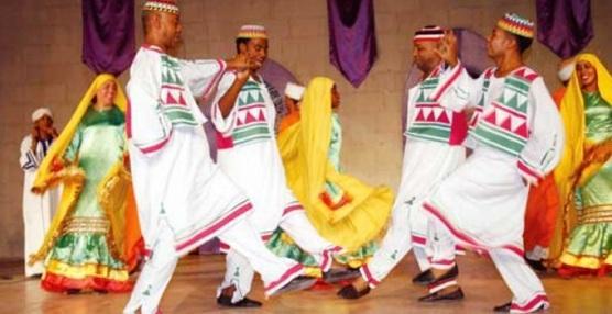 فرقة أسوان للفنون الشعبية تواصل عروضها الفنية في دولة إريتريا